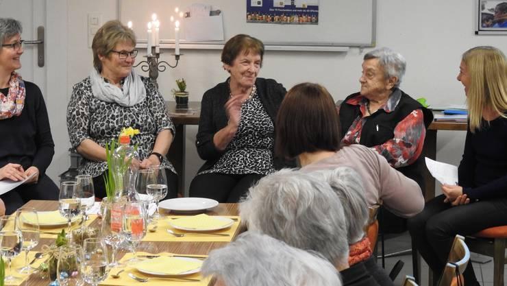 Die amtierende Präsidentin (Marianne Stampfli) und zwei ehemaligen Präsidentinnen (Rosemarie Lüthi, Margrit Eichelberger) erzählen von ihren Erlebnissen.