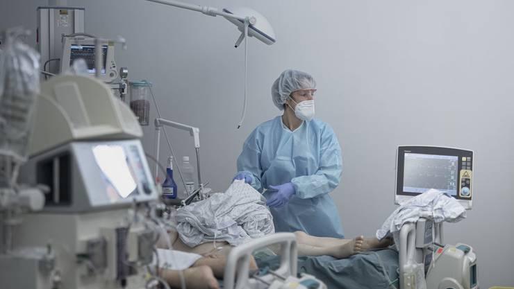 Patienten auf der Corona-Station im Spital in Lugano.