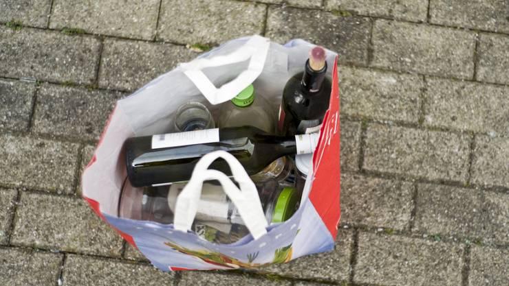 In der Schweiz leiden rund eine halbe Million Menschen unter den Alkoholproblemen von nahen Verwandten (Symbolbild)