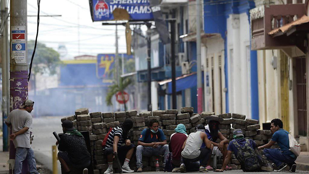 Nicaragua kommt auch am Sonntag nicht zur Ruhe: Die autoritäre Regierung des Landes ist nicht zu Zugeständnissen aufgrund der Proteste bereit.