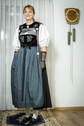 Sie trägt auf diesem Bild eine Brugger Festtagstracht.