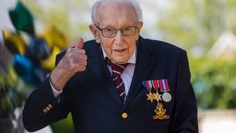 """""""Meine Enkelkinder können nicht glauben, dass ich die Charts anführe"""": Tom Moore, britischer Weltkriegsveteran. (Archivbild)"""