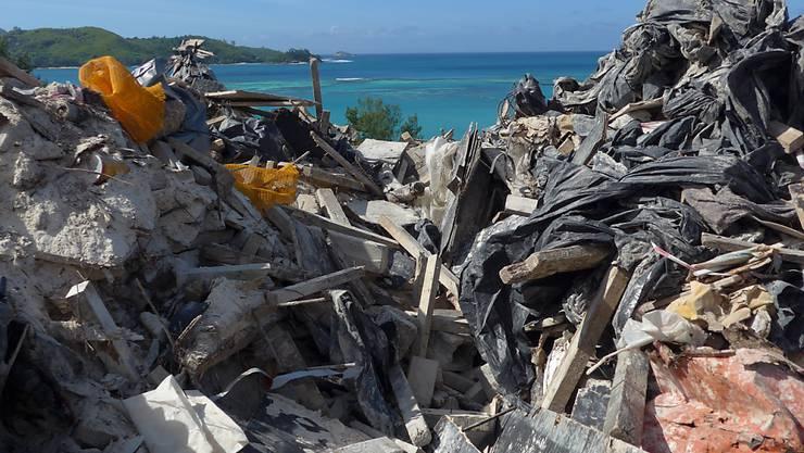 Nicht gerade das, was Reiselustige mit den Seychellen verbinden: Der Inselstaat hat ein massives Abfallproblem.