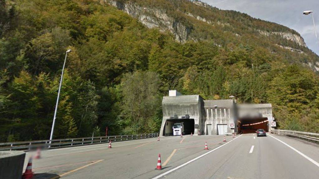 In diesem Bereich vor dem Seelisbergtunnel wendete ein Lastwagenfahrer auf der Autobahn A2.
