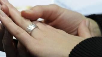 Der Verlobungsring hat einer jungen Engländerin das Leben gerettet (Symbolbild)