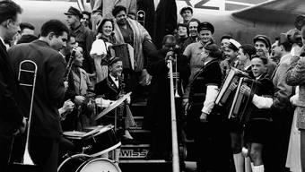 Louis Armstrong wurde bei seiner Ankunft in der Schweiz wie ein Popstar empfangen.