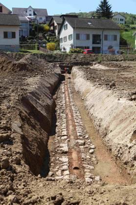 """Hier wird ein rund 30 Meter langes Teilstück der sogenannten """"kleineren römischen Wasserleitung"""" freigelegt."""