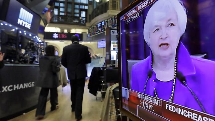 An den Börsen - wie hier in New York - wird gespannt auf den Zinsentscheid der US-Notenbank Fed im Dezember gewartet. Experten sprechen von einer Zinsanhebung. (Archivbild)
