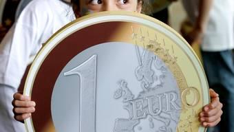 Totgesagt: Weil die Märkte dem Euro nicht mehr trauten, spannten die EU-Finanzminister einen riesigen Abwehrschirm auf.