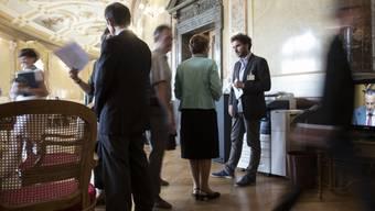 Die Politik spielt sich in den Augen vieler ausserhalb der Ratssäle ab. Der Ständerat will deshalb neue Transparenzregeln für Lobbyisten im Bundeshaus schaffen. (Archivbild)
