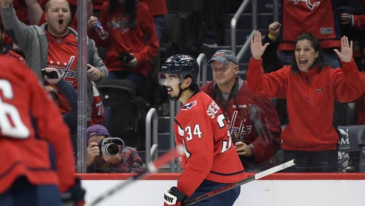 Die Fans der Washington Capitals freuen sich mit Jonas Siegenthaler über dessen Torpremiere in der NHL