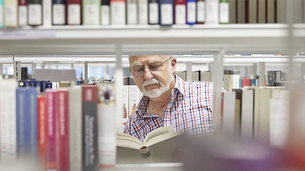 Bibliotheken sollen beim Urheberrecht tariflich begünstigt werden. Das beschloss der Ständerat. (Symbolbild)