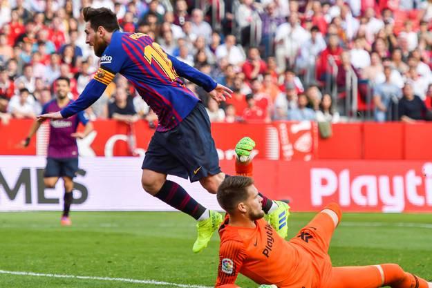 Vaclik im Zweikampf jenem Spieler, den er «als kleines Genie und nicht von hier» bezeichnet: Lionel Messi.