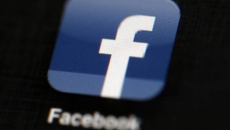 Facebook hat nach eigenen Angaben anonyme Konten gesperrt, die auf politische Propaganda abzielten. (Themenbild)