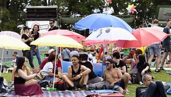 Sonniger Start: Die 35. Ausgabe des  Gurtenfestivals findet bei besten Wetterbedingungen statt. Zudem ist das Festivalgelände um fast das Doppelte vergrössert worden.