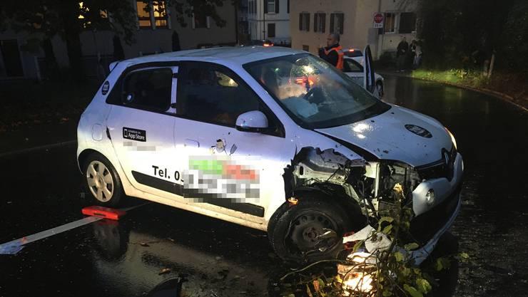 Der Unfall ereignete sich in der langgezogenen Linkskurve kurz vor dem Mellinger Zentrumsplatz.