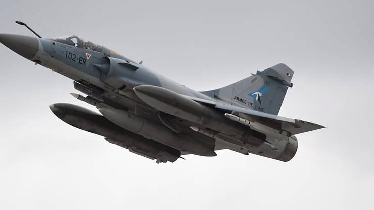 Eine französische Mirage ist in der Nähe der Schweizer Grenze vom Radar verschwunden (Archivbild).