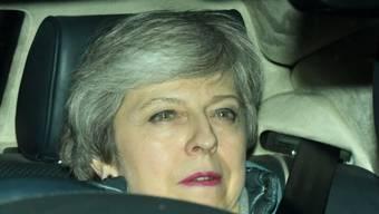 Premierministerin Theresa May am Dienstagabend beim Verlassen des Parlaments nach ihrer Niederlage.