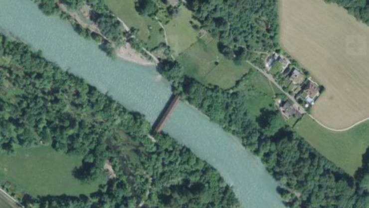 Luftaufnahme der Aare mit der Auguetbrücke in Belp.