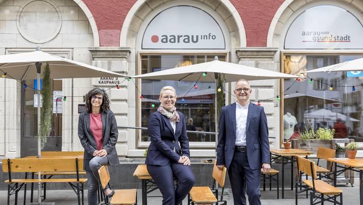 Wirtschaftsfördererin Alexandra Mächler (M.) mit ihrer Chefin Danièle Turkier und Stadtpräsident Hanspeter Hilfiker.