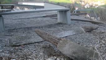 Täterschaft unbekannt: Herausgerissener Zaun auf dem Schulareal.zvg