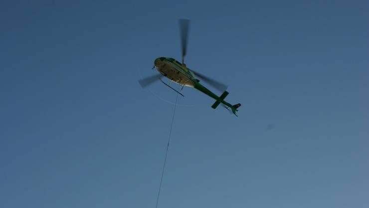 Helikopter ersetzt den Baukran