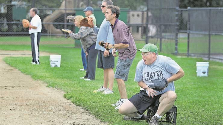 Mädchen spielen Softball – unter den wachsamen Augen der Eltern im US-Ort Milton.