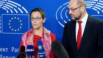 «Wir sind zur Unterzeichnung bereit»: Kanadas Handelsministerin Freeland und EU-Parlamentspräsident Schulz. keystone