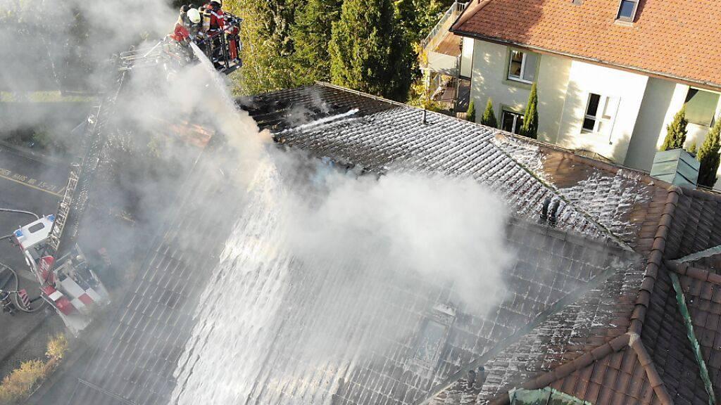 Grosser Sachschaden bei Brand von Dachwohnung