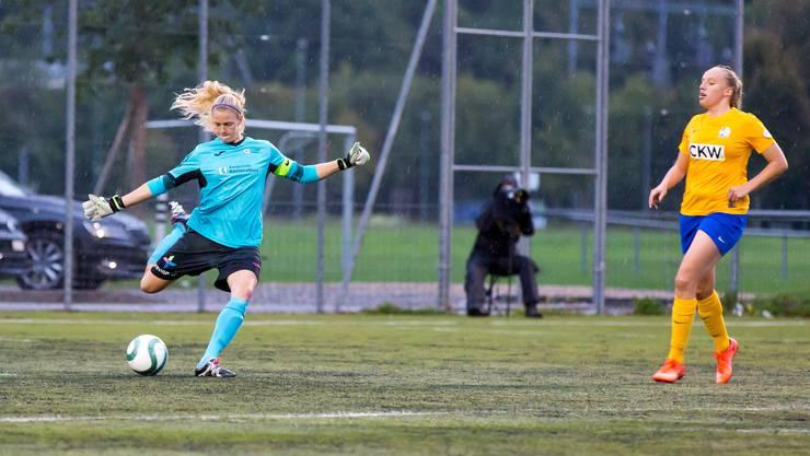 Abschlag von Torhüterin Fabienne Kohler FC Aarau Frauen vs. FC Luzern Frauen