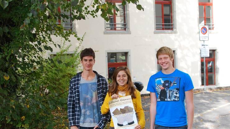 Moritz Gemperli, Noemi Weinhold und Matthias Heer (von links) sind bereit für ihre Ausstellung.  David Häusermann