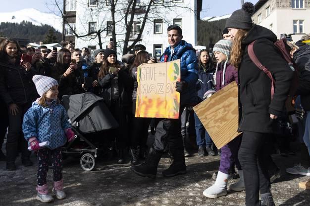 Hier trifft Greta Thunberg an der Demonstration ein.