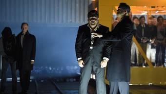 Proben zu Verdis «Otello» mit Kristian Benedikt als Otello und Simon Neal als Jago; hinten links ist Karl-Heinz Brandt als Rodrigo.