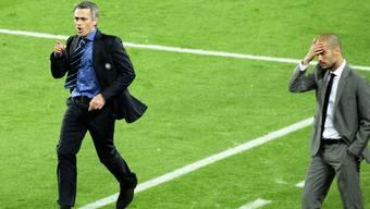 Ein Bild aus vergangenen Zeiten: Jose Mourinho als Trainer von Inter Mailand gegen Pep Guardiola, damals Coach von Barcelona.
