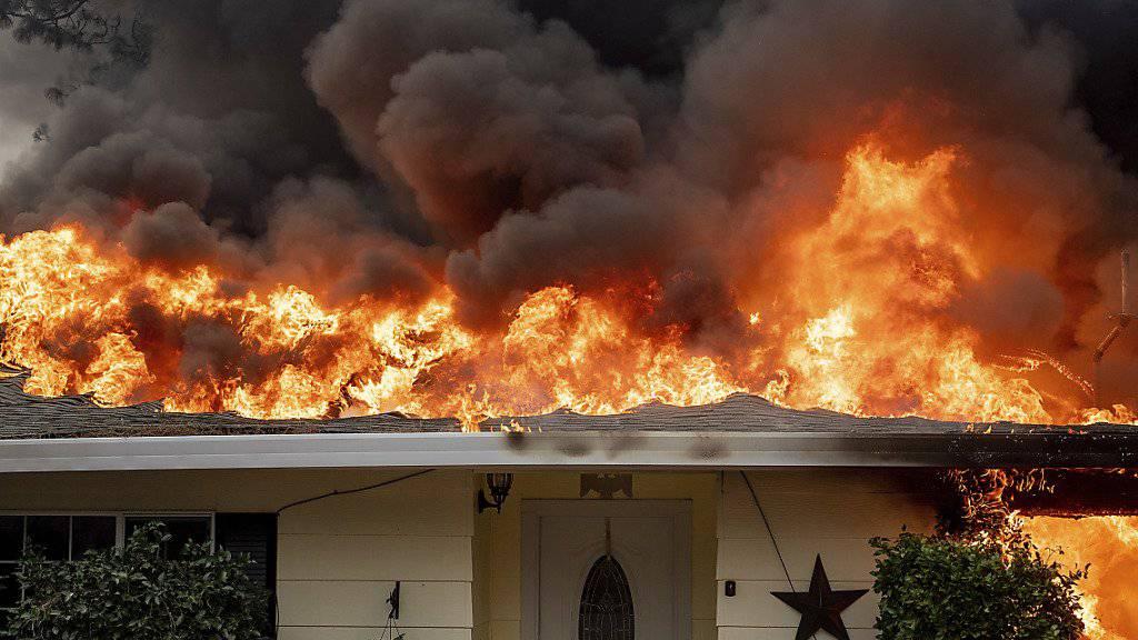 Die verheerenden Waldbrände in Kalifornien vom November haben nicht nur zahlreiche Menschenleben gefordert sondern auch zu Schäden für die Versicherer in Milliardenhöhe geführt. (Archivbild)
