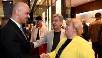 Swatch könnte nach Ansicht von Xavier Comtesse in ein paar Jahren ihren Umsatz mit dem Internet der Dinge machen – Nick und Nayla Hayek treffen Bundesrat Alain Berset an der Baselworld.