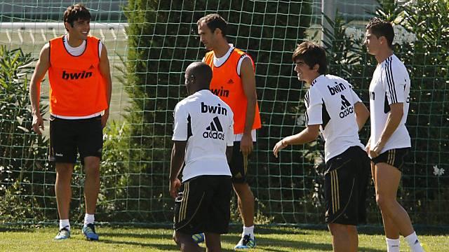Enzo Zidane (2. von rechts) neben Cristiano Ronaldo.