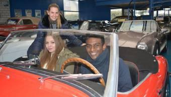 Touring-Garage-Geschäftsführerin Katrin Rau mit Ramona und Elvin. Foto: Luan Rama