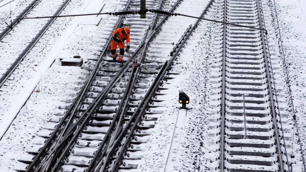 Das schneereiche Wochenende machte nicht allen Freude: Die Einschränkungen im Bahnverkehr dauerten im Waadtländer Chablais auch noch am Montag an. (Symbolbild)