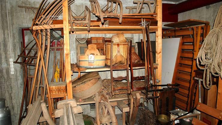 Im Zivilschutzkeller lagern unzählige Gegenstände, die von den Mitgliedern der Gruppe Ortsmuseum Schneisingen zusammengetragen wurden. ZVG