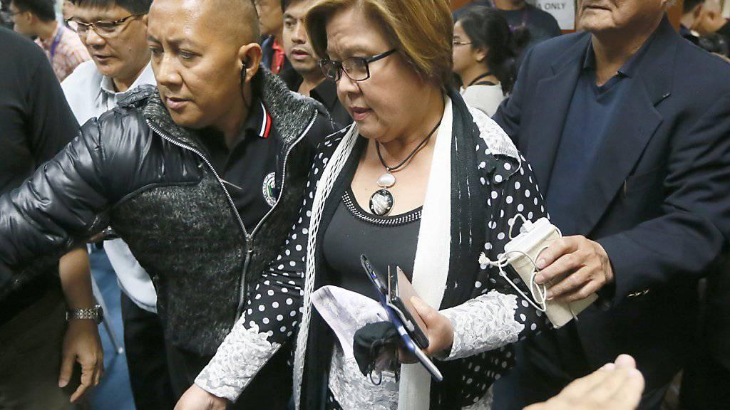 Nach heftiger Kritik am Staatschef verhaftet: Der philippinischen Senatorin Leila de Lima wird Drogenhandel vorgeworfen.