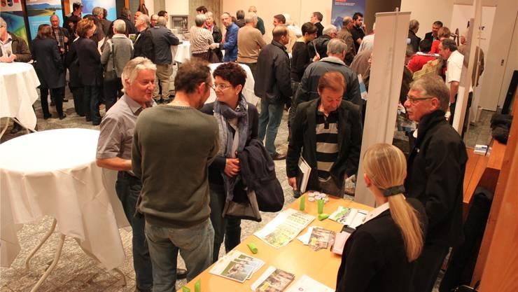 Eine Tischausstellung (Bild) wie auch die Vorträge fanden grosse Beachtung.
