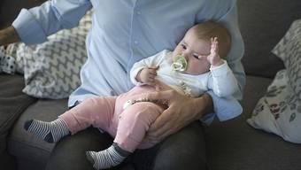 Nicht die Gene zählen bei der Frage, wer der Papa ist: Das Bundesgericht hat im Streit um die Vaterschaft entschieden. (Symbolbild)