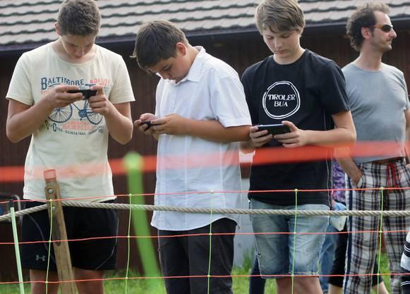 So vertrieben sich die östereichischen Jugendmusiker vor dem Säulirennen die Zeit