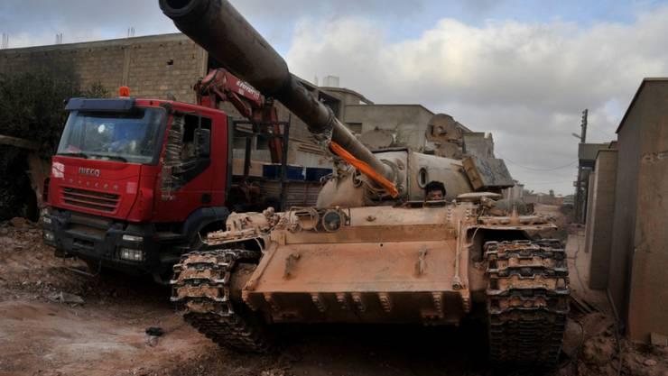 In der syrischen Stadt Sirte toben heftige Kämpfe zwischen regierungstreuen Milizen und dem IS. (Archivbild)