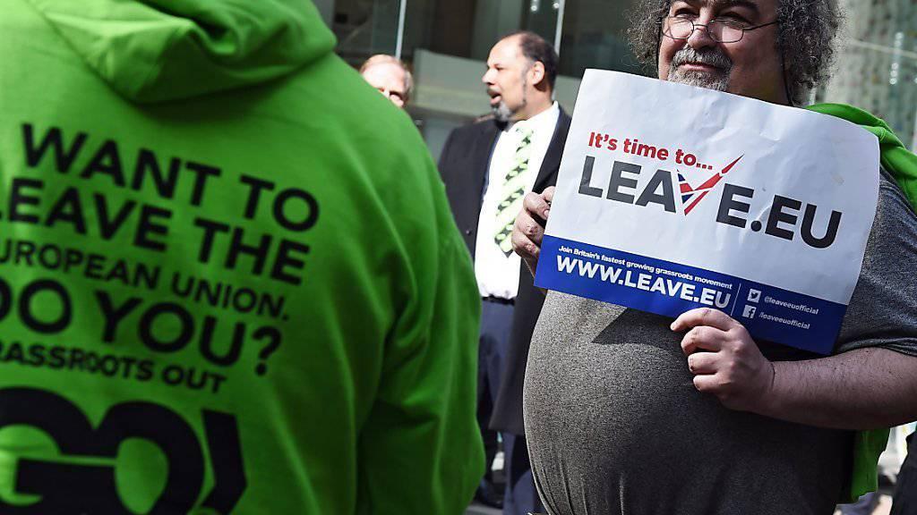 «Brexit»-Befürworter in Grossbritannien haben derzeit laut einer Umfrage die Nase vorn.