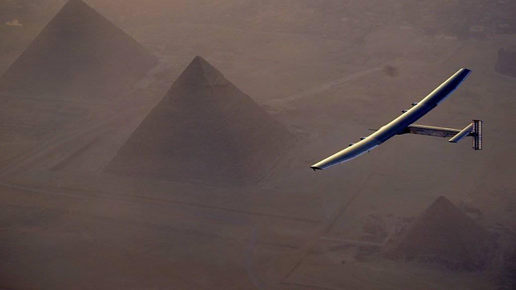 """Auf dem Weg nach Kairo überflog die """"Solar Impulse 2"""" die Pyramiden. (Archivbild)"""