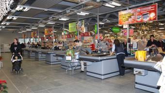 Der Andrang am ersten Tag in der neuen Coop-Verkaufsstelle in Frick war gross.  nbo