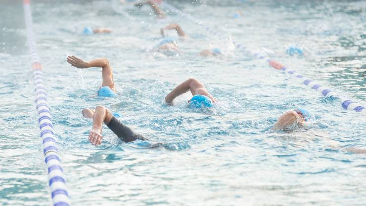 Die 300 TeilnehmerInnen mussten 500m schwimmen.