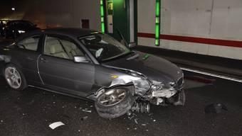 Das Auto erlitt bei der Kollision grossen Schaden.